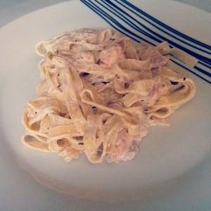 Pasta con nata y salmón